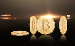 在黑背景的金bitcoins 图库摄影