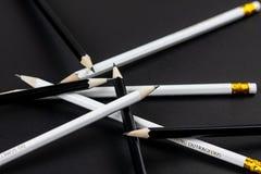在黑背景的黑白铅笔 免版税库存图片