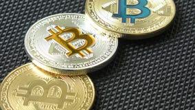 在黑背景的Bitcoins 隐藏货币 股票录像