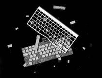 在黑背景隔绝的捣毁的键盘 免版税库存图片