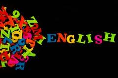 在黑背景,学会概念的英语的五颜六色的英国词 免版税库存图片