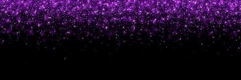 在黑背景,宽横幅的紫色闪烁的微粒 向量 库存图片