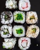 在黑背景15的寿司 免版税库存图片