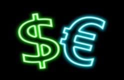 在黑色对欧洲$ â '¬财务霓虹灯广告焕发隔绝的美元 库存照片