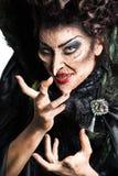 在黑色打扮的可怕巫婆 库存照片