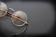 在黑色的老眼镜 库存照片