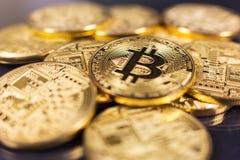 在黑色的Bitcoin 免版税库存照片