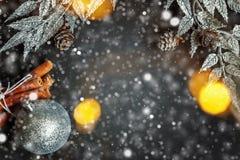 在黑色背景的圣诞节装饰 免版税图库摄影