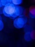 在黑色背景的抽象蓝色光 库存照片