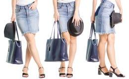 在黑色鞋子牛仔布的集合女性腿在手中避开帽子经典手袋 免版税图库摄影