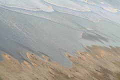 在黑色s之下的海滩 库存图片