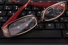 在黑键盘,关闭的玻璃 免版税库存照片