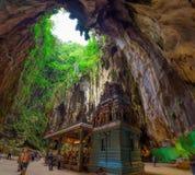 在黑风洞里面的印度寺庙在吉隆坡附近 库存照片