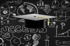 在黑黑板背景的毕业帽子 免版税库存照片