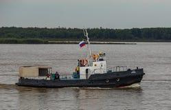 在黑龙江的小船 库存图片