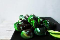 在黑platge,在豪华餐馆的鲜美开胃菜的健康鲜绿色的异乎寻常的软体动物食物 库存图片
