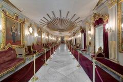 在默罕默德有华丽天花板的,开罗,埃及阿里Tewfik王子Manial宫殿的王位霍尔  免版税库存照片