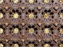 在默罕默德阿里,开罗,埃及王子Manial宫殿公开清真寺的木金黄天花板  库存图片