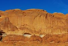 在默阿布,犹他附近的岩石墙壁 免版税库存图片
