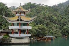 在鼎湖山国家级自然保护区附近的历史大厦和自然风景 免版税库存图片