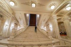 在齐奥塞斯库宫殿里面的大理石步 免版税库存照片