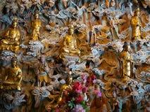 在龙华寺的佛教雕象 库存照片