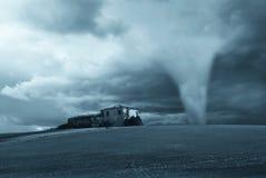 在龙卷风附近的工厂 图库摄影