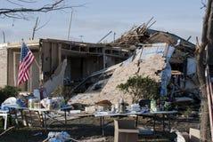 在龙卷风以后的广泛的破坏 免版税库存照片