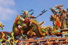 在龙的中国上帝骑马 免版税库存照片
