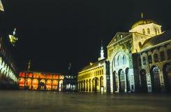 在1997年。在晚上完全被照亮的Omayyad清真寺。 库存图片