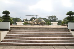 在统一宫殿的直升机在胡志明市 免版税库存图片