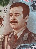 在25丁那的萨达姆・侯赛因画象伊拉克钞票宏指令,金钱 免版税库存图片