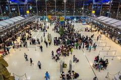 在素万那普机场的登记处柜台 免版税库存图片