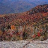 从在登上下克劳福德山顶的壁架,戴维斯道路,白色山国家森林,新罕布什尔 库存照片