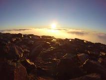 在登上斯诺登山山顶的日出  免版税库存照片