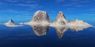 在水上的山 库存图片