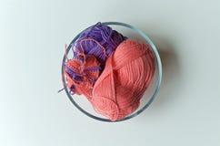 在从上面被观看的碗的毛线 免版税库存照片