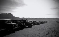 在登上Bromo沙漠的吉普停车场 库存图片
