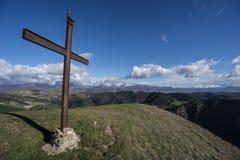 在登上Foce,亚平宁山脉,翁布里亚,意大利的发怒山顶 免版税库存图片