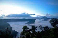 在登上Penanjakan印度尼西亚的日出 免版税库存图片