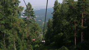 在登上Tserkovka的滑雪驾空滑车在Belokurikha 阿尔泰边疆区 影视素材
