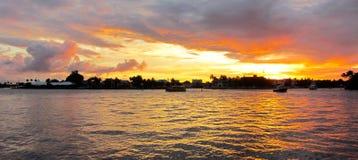 在水下的佛罗里达劳德代尔堡日落 免版税库存图片