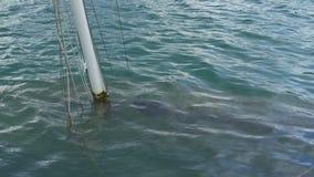 在水下的小船击毁 股票录像