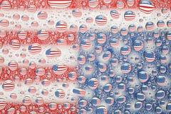 在水下落反映的美国国旗 库存图片