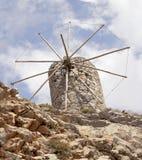 在15世纪制造的古老威尼斯式风车废墟, Lassithi高原,克利特,希腊 库存照片