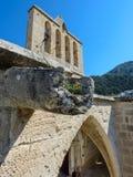 在13世纪哥特式修道院的Guttering Bellapais的,北塞浦路斯7 免版税库存图片