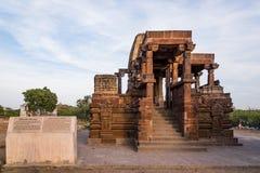 在6世纪广告修建的美丽的被雕刻的古老耆那教的寺庙在Osian,印度 图库摄影