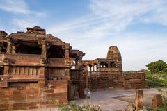 在6世纪广告修建的美丽的被雕刻的古老耆那教的寺庙在Osian,印度 库存照片