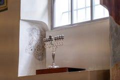 在17世纪库帕河犹太教堂在卡济梅尔兹,历史的犹太处所的大烛台克拉科夫,波兰 库存图片
