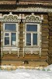 的19世纪末的俄国土气木房子- fragmen 免版税库存照片